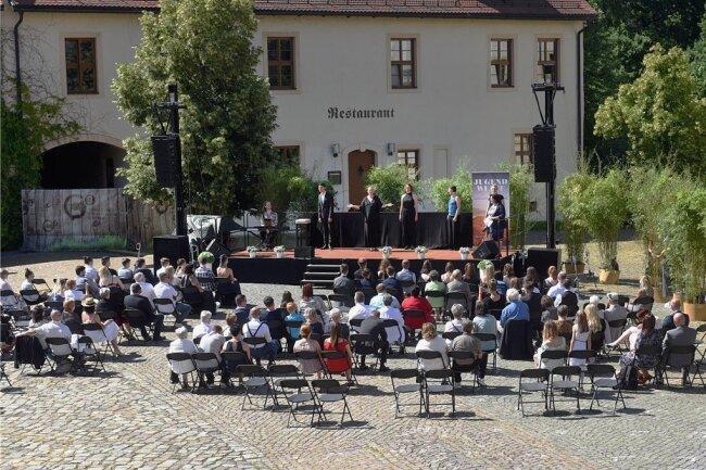 Wegen der Corona-Pandemie fanden voriges Jahr Jugendweihen im Innenhof vom Wasserschloß Klaffenbach statt. Ob die Open-Air-Feiern dieses Jahr eine Wiederholung erfahren, ist unklar.