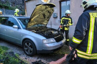 Der Besitzer hatte den Brand vor Eintreffen der Feuerwehr weitestgehend gelöscht.
