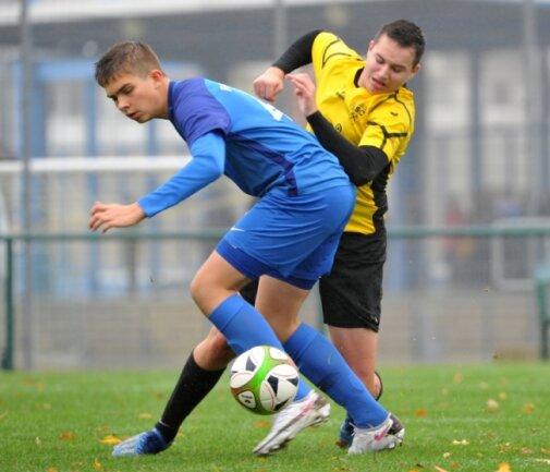Teuer verkauft: Die B-Junioren-Fußballer des BSC um Jonas Kiulis (r.) schlugen sich gegen Oberlausitz Neugersdorf sehr achtbar.