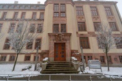 """Die Falkensteiner Außenstelle des Beruflichen Schulzentrums """"Anne Frank"""" leidet seit Langem unter sinkenden Azubi-Zahlen. Sachsens Kultusministerium regt an, das Gebäude künftig für andere Zwecke zu nutzen."""