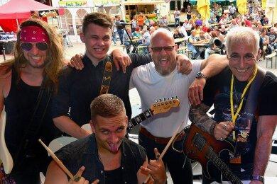 Die Mittweidaer Band Almost Dead will den Besuchern des Statt-Stadtfestes am Samstagabend auf dem Marktplatz einheizen.