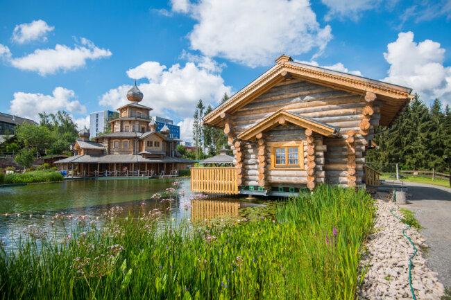 Rund um den Großen See soll die Saunalandschaft Badegärten Eibenstock um weitere zwei Ferienhäuser und die Gastroscheune wachsen.