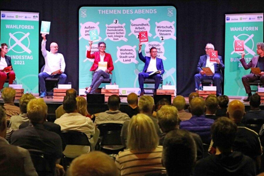 Die Direktkandidaten stehen Rede und Antwort (v. l.): Sabine Zimmermann, Wolfgang Wetzel, Gundula Schubert, Carsten Körber, Jürgen Martens (FDP, er vertrat Nico Tippelt) und Matthias Moosdorf.