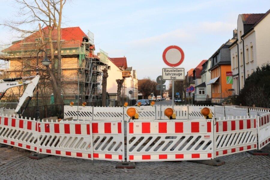 Straßensperrung in Flöha, Rudolf-Breitscheid-Straße: Dort werden bis zum 16. April bei den Häusern der Nummern 35/37 sowie 36 Arbeiten am Abwasserkanal erledigt.