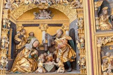 Dieses Bild zeigt einen Teil der goldenen geschnitzten Festtagsseite des Bergaltars. Heute ist er auch ein Aushängeschild für die Montanregion Erzgebirge als Unesco-Welterbe.