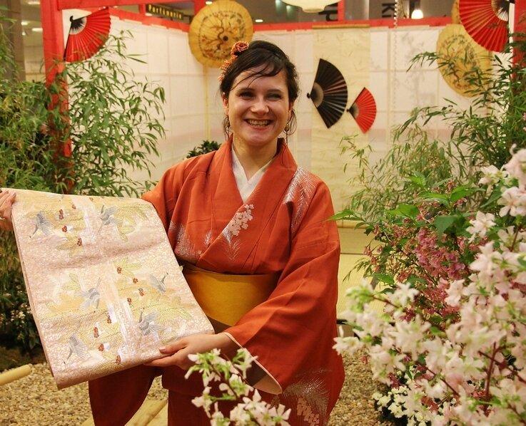 """<p class=""""artikelinhalt"""">Diana Beier hat in Japan ihre Liebe gefunden. In den Arcaden stellt sie heute Kimonos vor. </p>"""