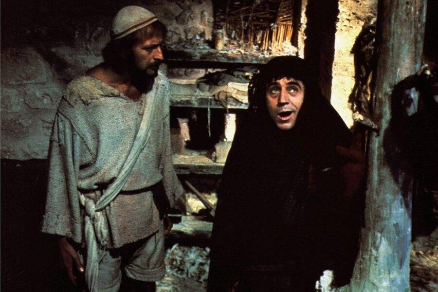"""Szene aus der Satire """"Das Leben des Brian"""" mit Graham Chapman und Terry Jones (rechts)."""