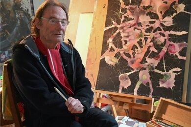 Der Künstler Raimund Friedrich in seinem Burkhardtsdorfer Atelier.