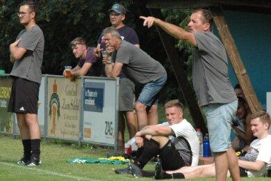 Kevin Müller (l.) und Dirk Vogel bilden in dieser Saison das Trainergespann beim SV Geringswalde/Schweikershain. Der erste Test bei Kreisligist Medizin Zschadraß ging allerdings verloren.