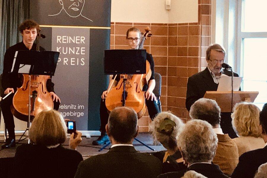 Stevan Tontic nimmt Poesie-Preis in Oelsnitz entgegen