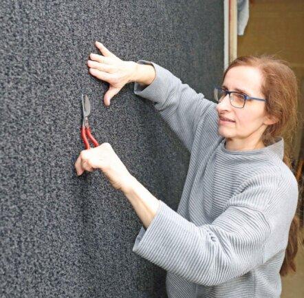 Besucher können in der Handweberei von Heike Schönfeld aus Crimmitschau einen aufwendigen handgetufteten Teppich bestaunen.