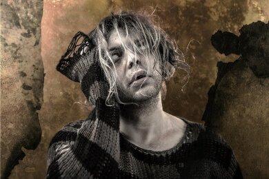 Keine Lust auf Dauerparty: Als Ghostkid geht Metalcore-Sänger Sebastian Biesler in eine ernsthafte, düstere Richtung.