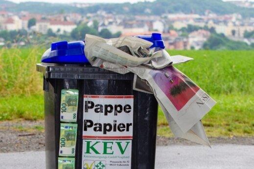 Im Einzelfall ein paar Euro, in der Summe käme einiges zusammen: Die Kreisbehörde denkt daran, ab 2027 für die Entsorgung des Wertstoffes Papier eine Leerungsgebühr einzuführen. Was kommt als nächstes?