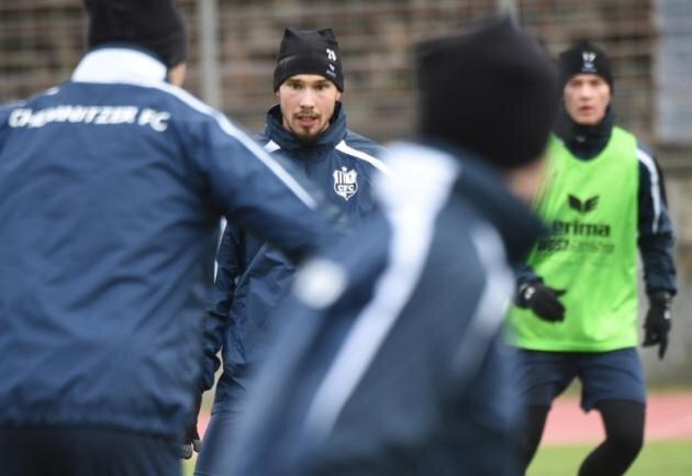 Niclas Erlbeck absolvierte erst am Donnerstag vergangener Woche seine erste Trainingseinheit beim CFC. Der Mittelfeldspieler kam aus Jena.