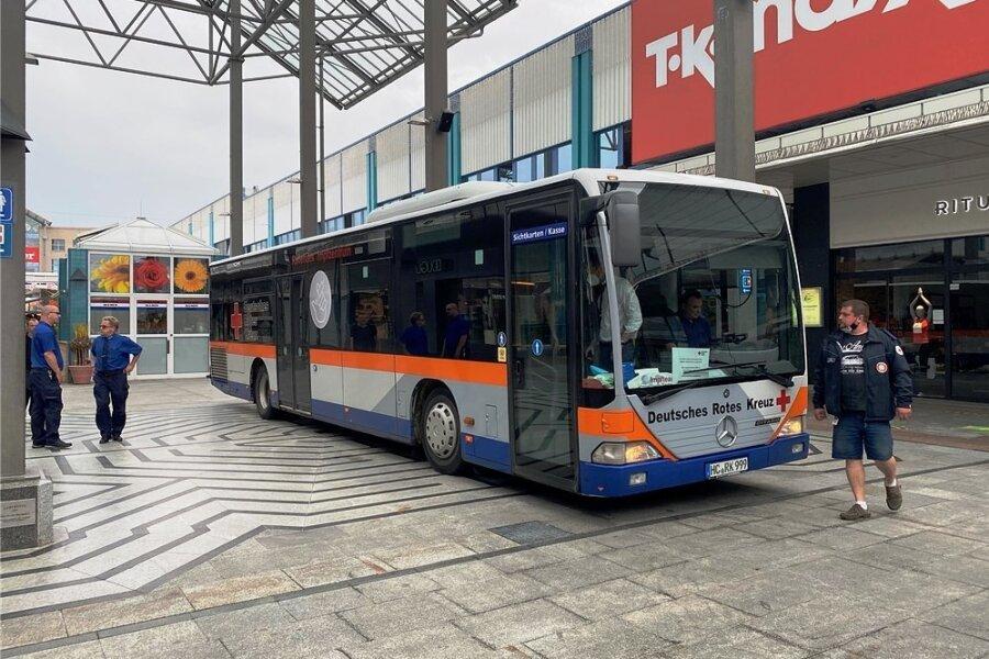 Der Impfbus des DRK stand vorige Woche im Chemnitz Center. Am Donnerstag dieser Woche macht er am CFC-Stadion Station.