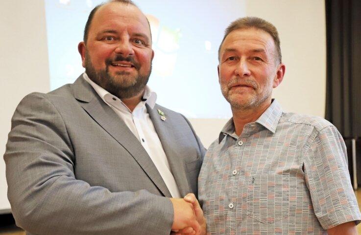 Peter Haustein (r.) übergibt die Amtsgeschäfte an seinen Nachfolger Andreas Drescher.
