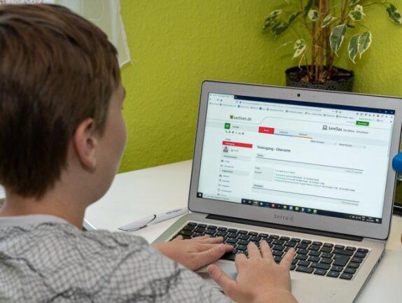 Vom herkömmlichen Pauken im Klassenverband zum individuellen Lernen am Laptop zuhause: Corona hat den Schulbetrieb dieses Jahr umgekrempelt. Doch noch fehlen neue pädagogische Konzepte dazu.
