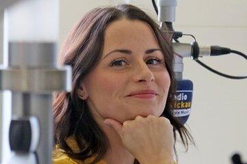Annett Wölfel von Radio Zwickau taucht auch in einer Szene auf.