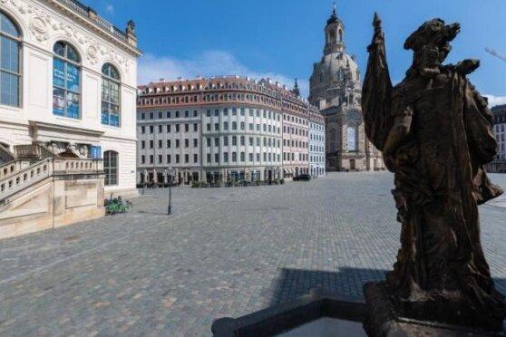 """Der leere Neumarkt vor der Frauenkirche. Dort fand die erste Aktion der """"Leeren Stühle"""" statt - nun will das Erzgebirge folgen."""