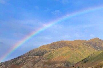 Regenbogen am Lake Hawea in Richtung Wanaka auf der Südinsel.