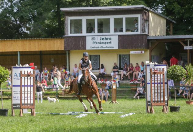 Zwei Tage lang treffen sich Pferdesportvereine aus der gesamten Region in der Stadt, es werden verschiedene Spring- und Dressurwettkämpfe ausgetragen und eine Vielzahl von Showeinlagen geboten.