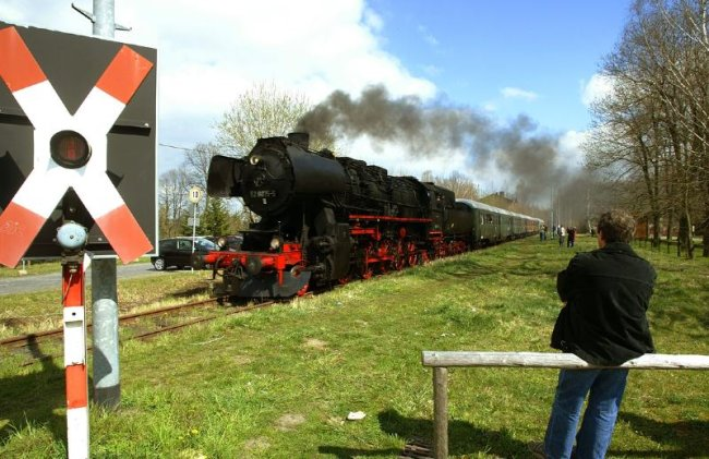 """<p class=""""artikelinhalt"""">Ob im Frühjahr, wie hier zu Ostern 2007, auf der Muldentalbahn Züge im touristischen Gelegenheitsverkehr rollen, hängt von mehreren Faktoren ab.</p>"""