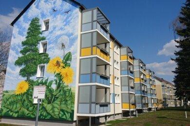 Farbenfroh mit neuen Balkonen - so zeigt sich die Meischnerstraße 45 bis 51 heute.