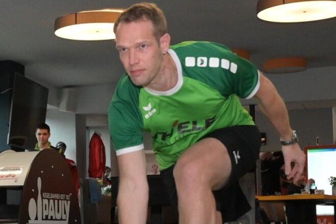 Der Freiberger Michael Hahn gehört seit Jahren zu den besten Spielern der 2.Bundesliga. In der Schnittliste der Saison 2020/21 wurde der 38-Jährige zum Zeitpunkt des Abbruchs auf Platz 13 unter 60 gelisteten Spielern der Staffel Ost geführt.