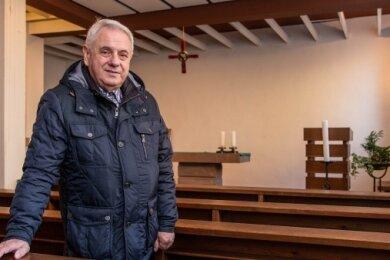 """Von innen durchaus sehenswert: Der damalige Künstler hatte laut Andreas Scheiner (Foto) nicht nur das Bleiglasfenster gestaltet, sondern auch den Altar, den Kreuzzug und das Tabernakel. """"Es ist alles stimmig"""", so Scheiner."""