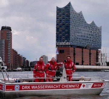 Nach sechs Tagen in Hamburg am Ziel: die drei DRK-Wasserretter aus Chemnitz.