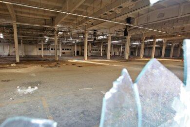 Meerane gehörte einst zu den größten Textilstandorten in Sachsen. Davon zeugt die einstige Segeltuchfabrik nahe der B 93. Nun sind die Tage der Fabrik, die zuletzt Günther Drews führte, gezählt.