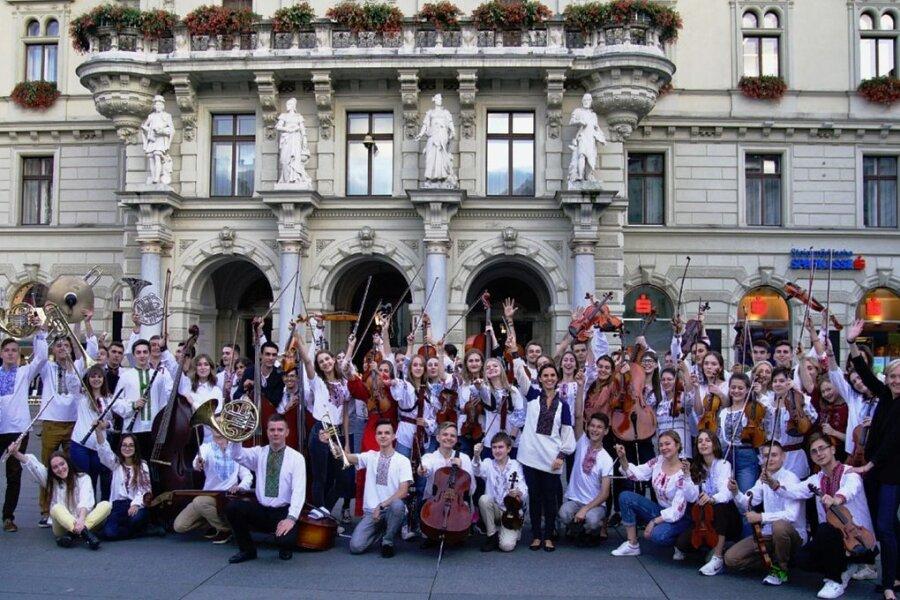 Das Jugendsinfonieorchester der Ukraine mit seiner Dirigentin Oksana Lyniv ist der diesjährige Preisträger des Sächsischen Mozartpreises. Die Mozartgesellschaft hat angekündigt, die Veranstaltungen ihres 30. Mozartfestes pandemiebedingt in den Sommer und den Herbst zu verschieben.