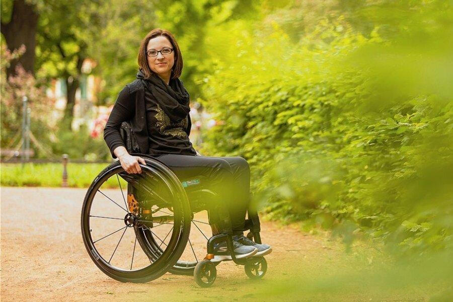 Durchatmen im Grünen: Lydia Groß im Park am Bonhoefferplatz in ihrem Dresdner Wohnviertel.