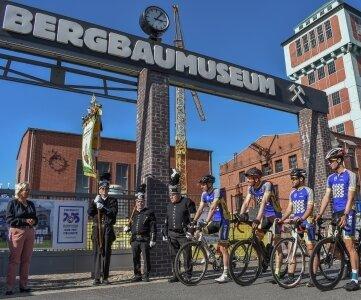 Legte im September am Bergbaumuseum einen Stopp ein: Das Radteam, das die Bewerbung zur Kulturhauptstadt von Chemnitz 2025 nach Berlin brachte.
