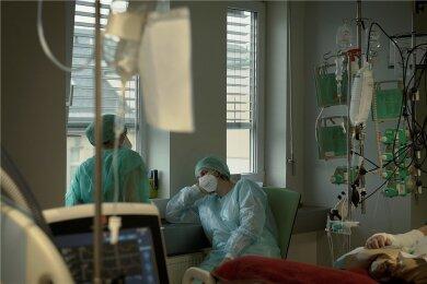 Verschnaufpause: Die Anzahl der Covid-19-Patienten an den Krankenhäusern in Sachsen ist stark zurückgegangen, die Kliniken gehen vorsichtig wieder in den Normalbetrieb über. Aber wie lange hält der Zustand an?