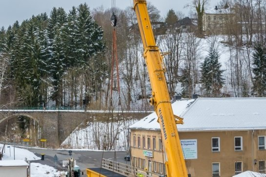 Behelfsbrücke aufgesetzt