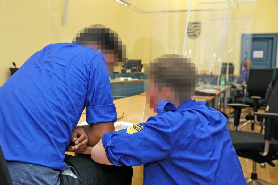 Auftritt mit FDJ-Hemden im Zwickauer Gericht hat Nachspiel