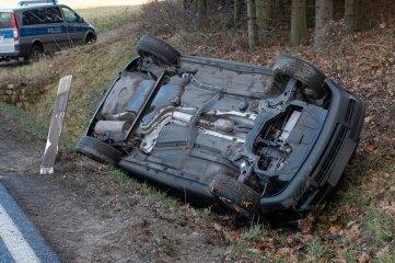 Aus unklarer Ursache geriet das Auto ins Schleudern und überschlug sich schließlich.