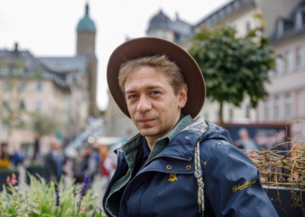 Auch Vladislav Weis gehört erst seit August zur heimischen Schauspielergilde. Er spielt in der neuen Inszenierung Cicero, den Papagei.