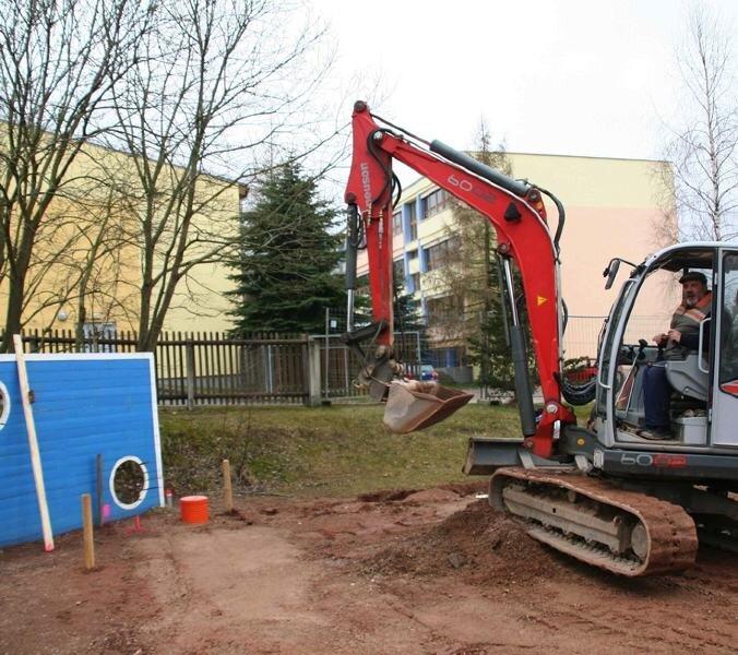 """<p class=""""artikelinhalt"""">Die Arbeiten am Minispielfeld an der Stützengrüner Grundschule haben in diesen Tagen begonnen. Bis Anfang Juni soll die Anlage fertig sein, die hauptsächlich vom DFB bezahlt wird. </p>"""