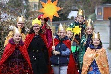 Die Sternsinger, die am 4. Januar 2020 Familien in der Umgebung besuchten. In diesem Jahr fällt die Tradition Corona zum Opfer.