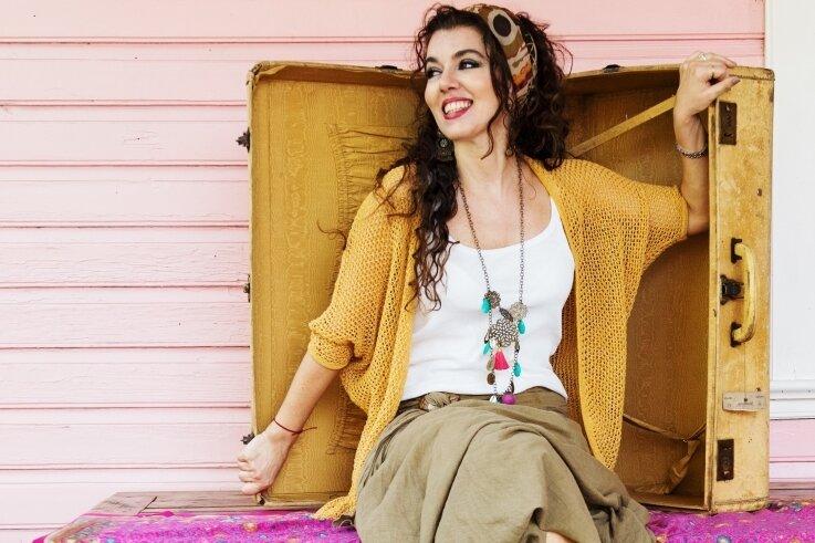 Lily Dahab will die Zuhörer in der Neuplanitzer Versöhnungskirche am Sonnabend mit südamerikanischen Klängen verzaubern.
