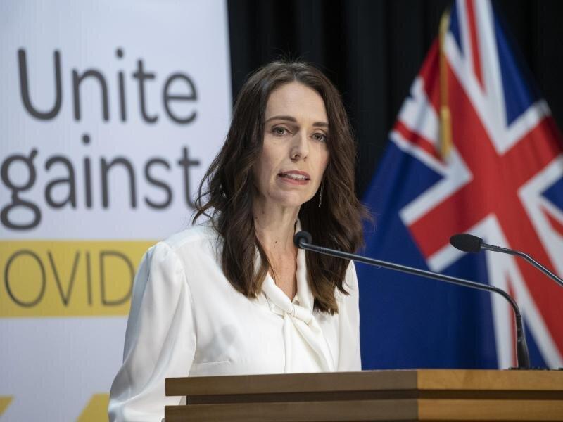 Das Archivfoto zeigt Neuseelands Premierministerin Jacinda Ardern bei einer Corona-Pressekonferenz im April.