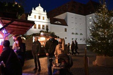 Statt ihrer üblichen Buden auf dem Christmarkt betreibt die Gastro-Service-Mittelsachsen nun die Freiberger Büdchen auf dem Schlossplatz...