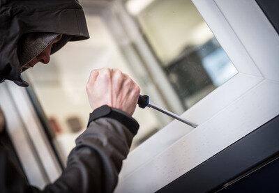 Gleich drei mal haben Einbrecher in Chemnitz Geld und Wertgegenstände aus Wohnungen gestohlen.