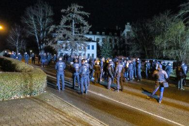 Die Polizei hielt die Gruppe in der Seminarstraße in Höhe des Gymnasiums auf.