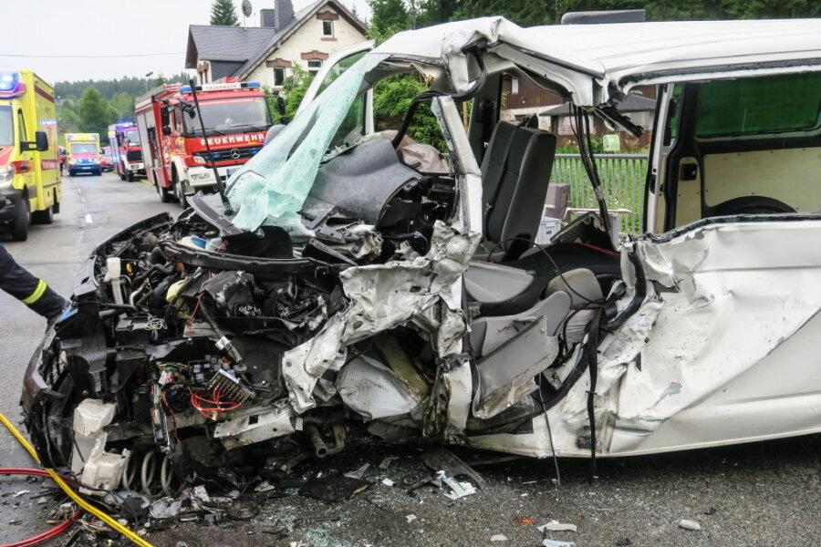Schulbus-Unfall in Johanngeorgenstadt: Zehn Kinder verletzt