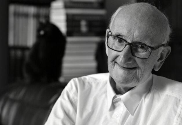 Der Freiberger Bürgerpreisträger Heinrich Douffet ist am Dienstag im Alter von 82 Jahren gestorben.