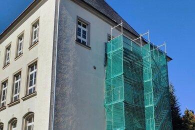 Zweiter Rettungsweg: die vorerst nur provisorisch errichtete Fluchttreppe der Grundschule Großolbersdorf.