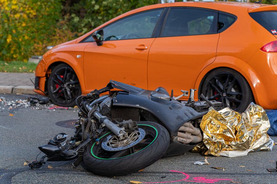 19-jähriger Biker nach Kollision schwer verletzt